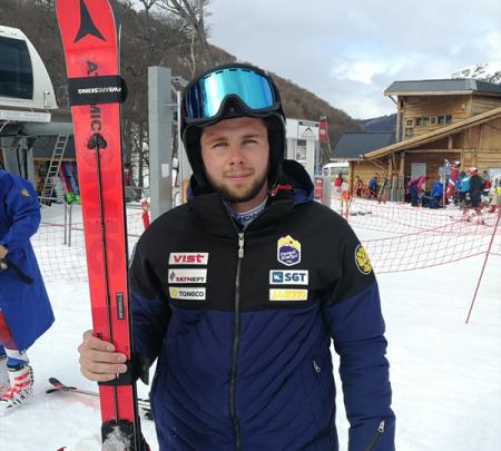 Александр Андриенко — победитель заключительной FIS-гонки в гиганте в Ушуайе, Иван Кузнецов — третий 1
