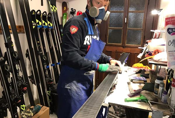 Российские горнолыжники-юниоры тренируются в Швейцарии 1