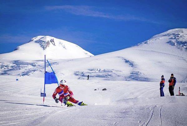 Российские горнолыжники провели первые соревнования на Эльбрусе 1