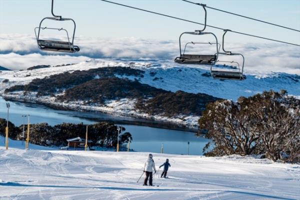 Два ранее открывшихся австралийских курорта закрылись из-за вспышки COVID-19 1