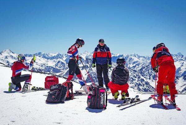Горнолыжники сборных команд России завершили занятия физподготовкой в Нальчике и вернулись на лыжный сбор в Терскол 1