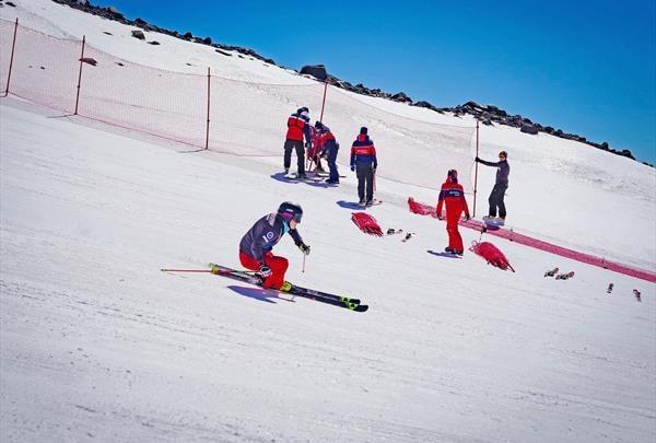 Российские горнолыжники завершили летние предсезонные сборы в Приэльбрусье 1