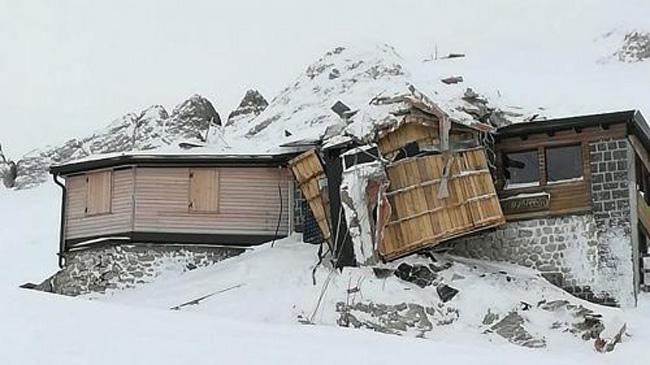 Лавина разрушила приют и ресторан в Доломитах 1