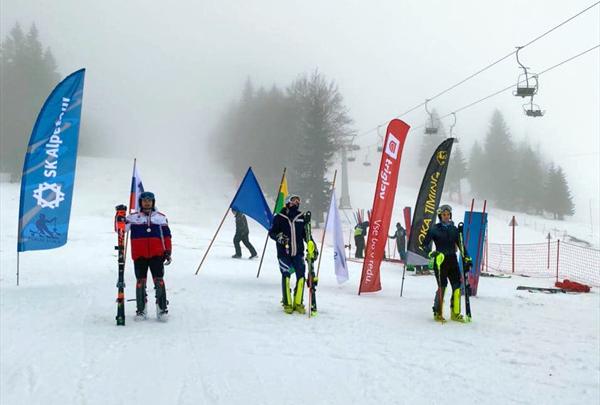 Никита Алехин — серебряный призер открытого юниорского первенства Словении в слаломе 1