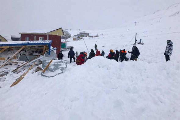 На горнолыжном курорте Домбай сошла лавина, есть жертвы 1