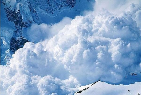 Приэльбрусье завалило снегом: курорты закрыты на неопределенное время 1