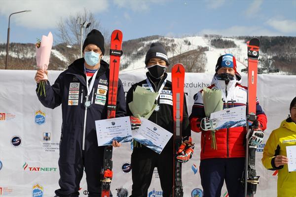 Россиянка Ткаченко и японец Като выиграли сегодня второй слалом-гигант на сахалинском этапе Кубка Азии 1