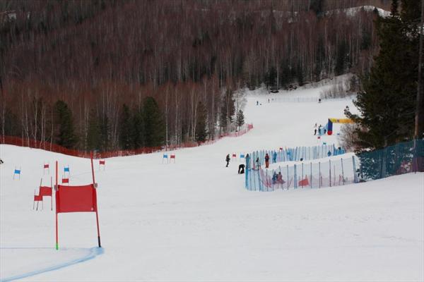 В Иркутской области стартовали межрегиональные соревнования юных горнолыжников 1