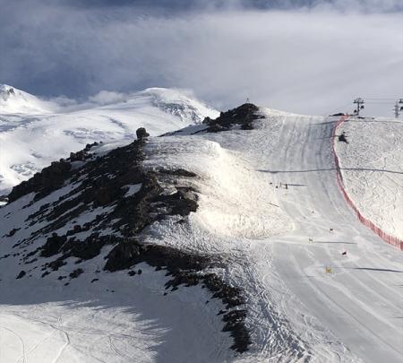 Российские горнолыжники тренируются в отличных условиях на Эльбрусе 1